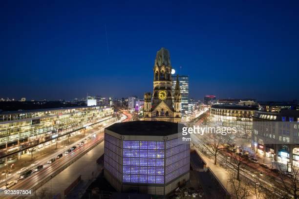 breitscheidplatz skyline (berlin, germany) - memorial kaiser wilhelm - fotografias e filmes do acervo