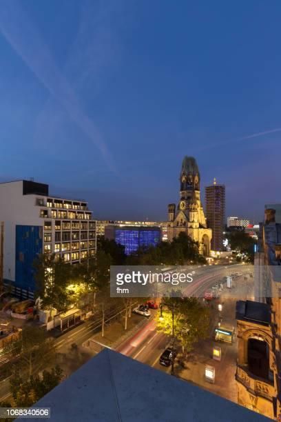 breitscheidplatz square and kaiser-wilhelm memorial church (kaiser-wilhelm-gedächtnis-kirche) - berlin-charlottenburg, germany - kirche stock pictures, royalty-free photos & images