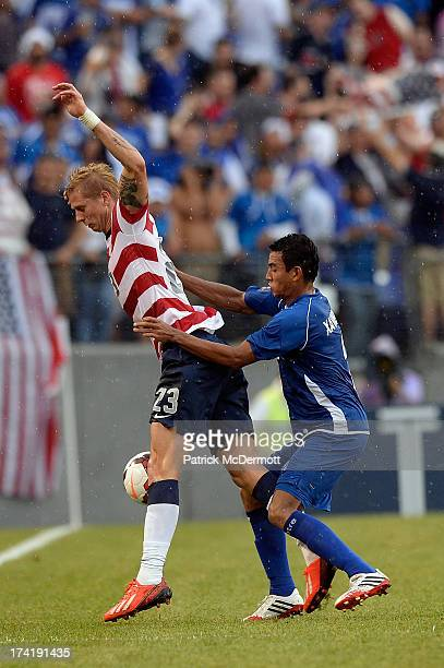 Brek Shea of the United States battles for the ball against Xavier Garcia Orellana of El Salvador in the second half during the 2013 CONCACAF Gold...