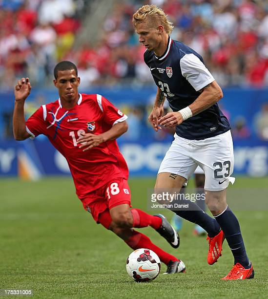 Brek Shea of the United States moves past Jairo Jimenez of Panama during the CONCACAF Gold Cup final match at Soldier Field on July 28 2013 in...