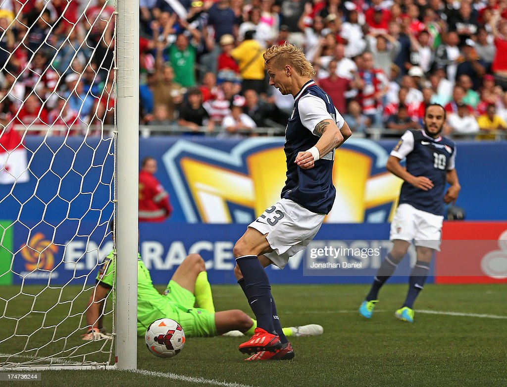 Brek Shea #23 of the United States scores the game-winning goal after a pass from Landon Donovan #10 past Jaime Penedo #1 of Panama during the CONCACAF Gold Cup final match at Soldier Field on July 28, 2013 in Chicago, Illinois. The United States defeated Panama 1-0.