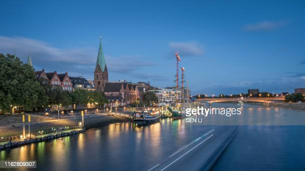 bremen cityscape on the weser river after the sunset, night view of bremen street, germany - ローカルな名所 ストックフォトと画像