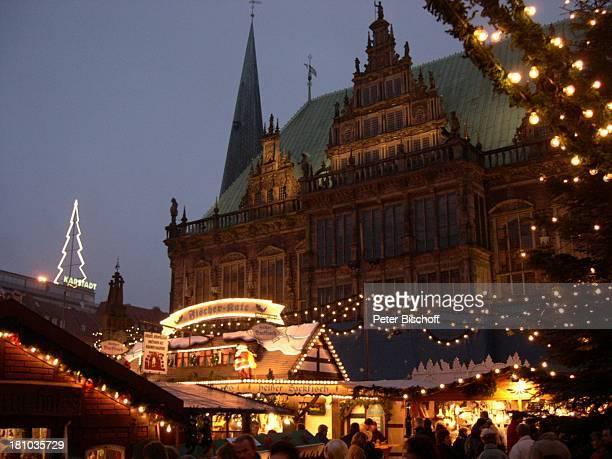 Bremen Deutschland Europa Reise Rathaus Tannenbaum Weihnachtsbaum Weihnachtsmarkt Weihnachten Shopping Advent Abendstimmung Lichterkette Bude...