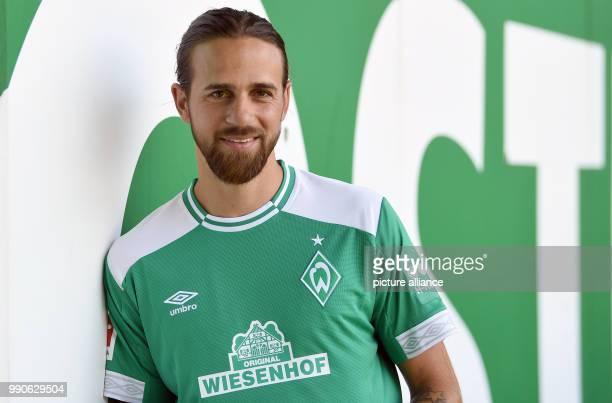 Neuzugang Martin Harnik steht bei seiner Vorstellung beim FußballBundesligisten Werder Bremen in der Ostkurve des Weserstadions Photo Carmen...