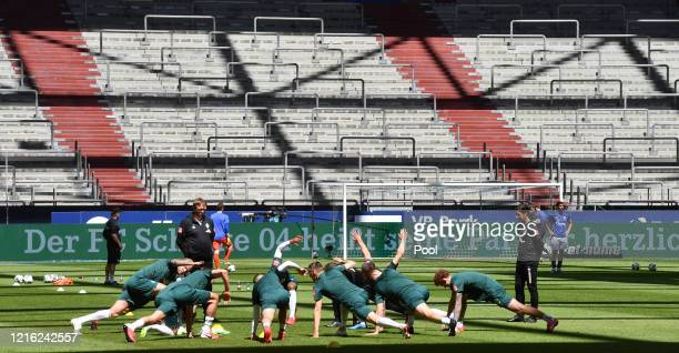 Bremen players warm up prior to the Second Bundesliga match between SV Sandhausen and Hannover 96 at BWTStadion am Hardtwald on May 30 2020 in...