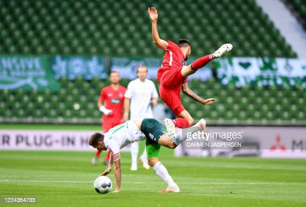 Bremen's Finnish defender Niklas Moisander and Heidenheim's German forward Denis Thomalla vie for the ball during the German Bundesliga relegation...