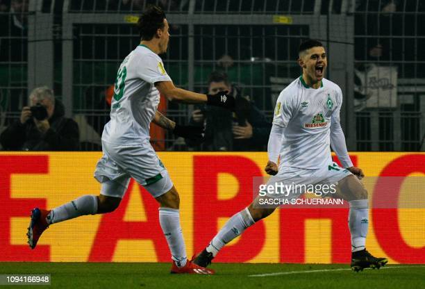 Bremen's Kosovan midfielder Milot Rashica celebrate scoring the 01 goal with Bremen's German forward Max Kruse during the German Cup last 16 football...