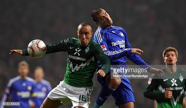 Bremen's Mikael Silvestre und Leverkusen's Eren Derdiyok kaempfen um den Ball waehrend des Bundesligaspiels zwischen SV Werder Bremen Bayer...