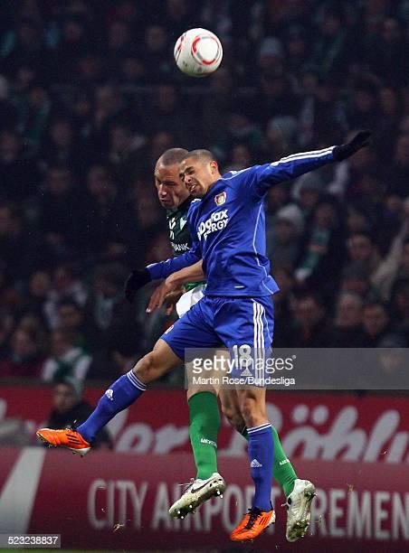 Bremen's Mikael Silvestre und Leverkusen's Sidney Sam kaempfen um den Ball waehrend des Bundesligaspiels zwischen SV Werder Bremen Bayer Leverkusen...