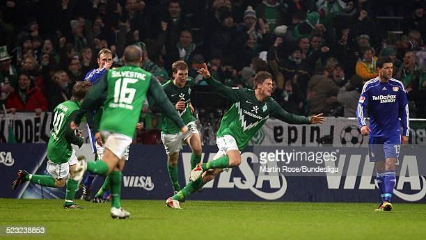 Bremen's Sebastian Proedl jubel nach dem er das 22 Ausgleichs Tor geschossen hat waehrend des Bundesligaspiels zwischen SV Werder Bremen Bayer...