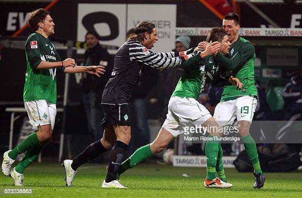 Bremen's Sebastian Proedl jubelt nach dem er das 22 Ausgleichs Tor geschossen hat waehrend des Bundesligaspiels zwischen SV Werder Bremen Bayer...