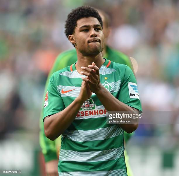 Bremen's Serge Gnabry thanks the fans after the German Bundesliga soccer match between Werder Bremen and TSG 1899 Hoffenheim at the Weserstadion in...