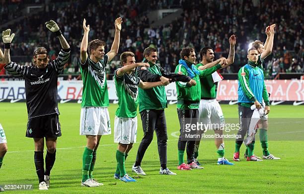Bremen's Spieler jubeln nach dem Bundesligaspiel zwischen SV Werder Bremen und Hamburger SV im Weser Stadion am 25 September 2010 in Wolfsburg...