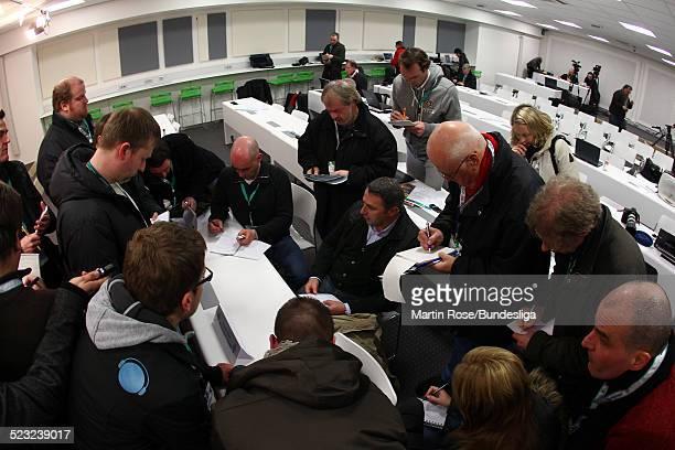 Bremen's Sportchef Klaus Allofs spricht mit Journalisten nach dem Bundesligaspiel zwischen SV Werder Bremen Bayer Leverkusen im Weser Stadion am...