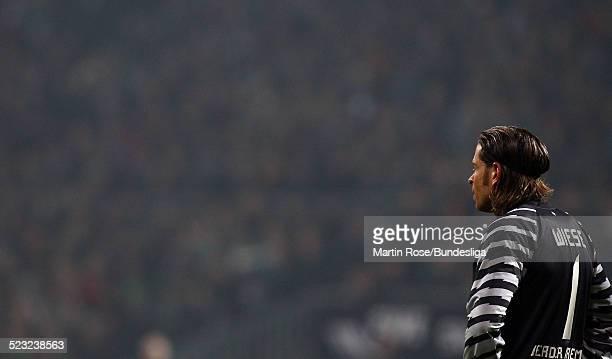 Bremen's Tim Wiese ist enttaeuscht waehrend des Bundesligaspiels zwischen SV Werder Bremen Bayer Leverkusen im Weser Stadion am 27Februar 2011 in...