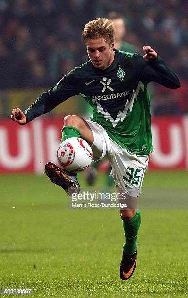 Bremens's Florian Trinks laeuft mit dem Ball waehrend des Bundesligaspiels zwischen SV Werder Bremen Bayer Leverkusen im Weser Stadion am 27Februar...