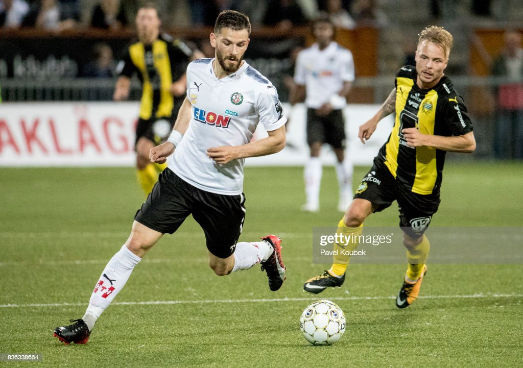 Brendan Hines-Ike of Orebro SK & Sander Svendsen of Hammarby IF during the Allsvenskan match between Orebro SK and Hammarby IF at Behrn Arena on August 21, 2017 in Orebro, Sweden.