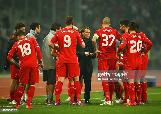 Brendan Rodgers manager of Liverpool talks to his players during the UEFA Europa League Round of 32 second leg match between Besiktas JK and...