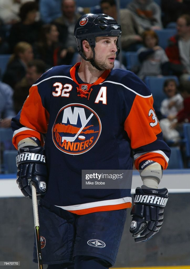 Brendan Witt #32 of the New York Islanders looks on against the Los Angeles Kings on January 31, 2008 at Nassau Coliseum in Uniondale, New York