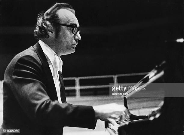 Brendel Alfred *Pianist Oesterreich Portrait am Konzertfluegel 1977