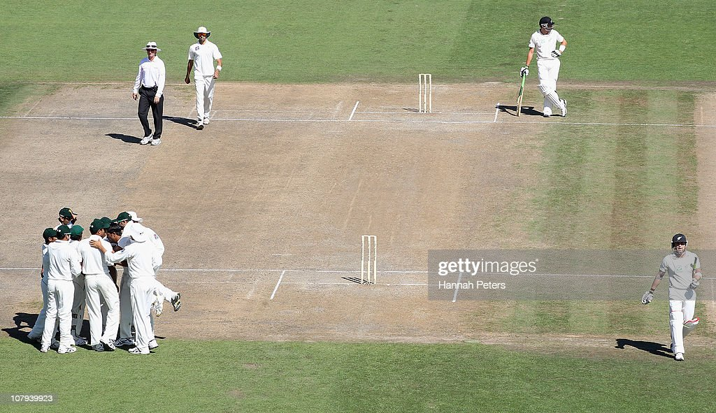 New Zealand v Pakistan - First Test: Day 3 : News Photo