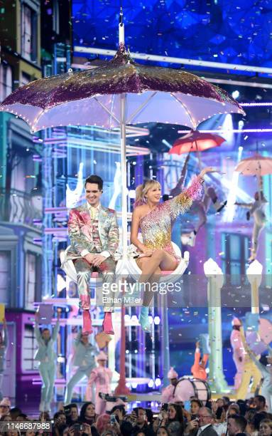 Brendon Urie of Panic! at the Disco and Taylor Swift perform during the 2019 Billboard Music Awards at MGM Grand Garden Arena on May 1, 2019 in Las...