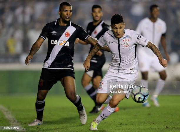 Breno of Vasco da Gama struggles for the ball with Giovanni Augusto of Corinthians during a match between Vasco da Gama and Corinthians as part of...