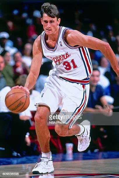 Brent Barry of the Los Angeles Clippers drives to the basket during a game in Circa 1998 at the Los Angeles Memorial Sports Arena in Los Angeles...