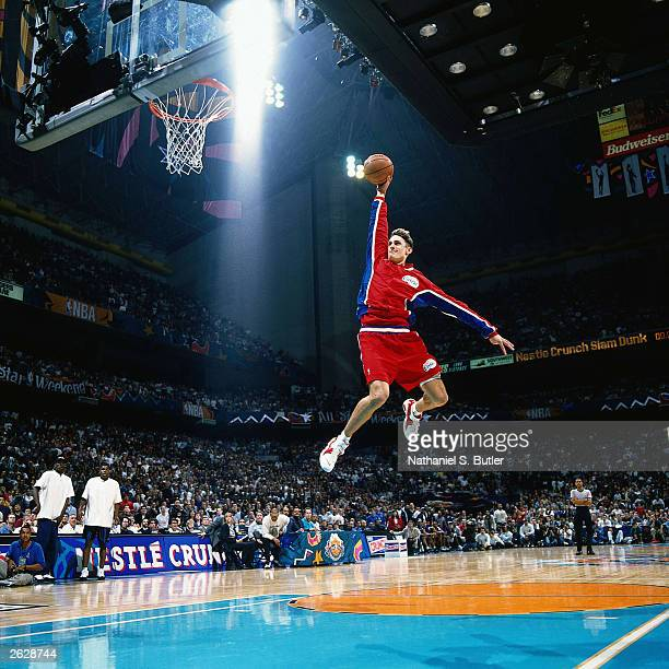 Brent Barry of the Los Angeles Clippers goes for a dunk during the Slam Dunk contest during AllStar Weekend on February 14 1996 at the Alamo Dome in...
