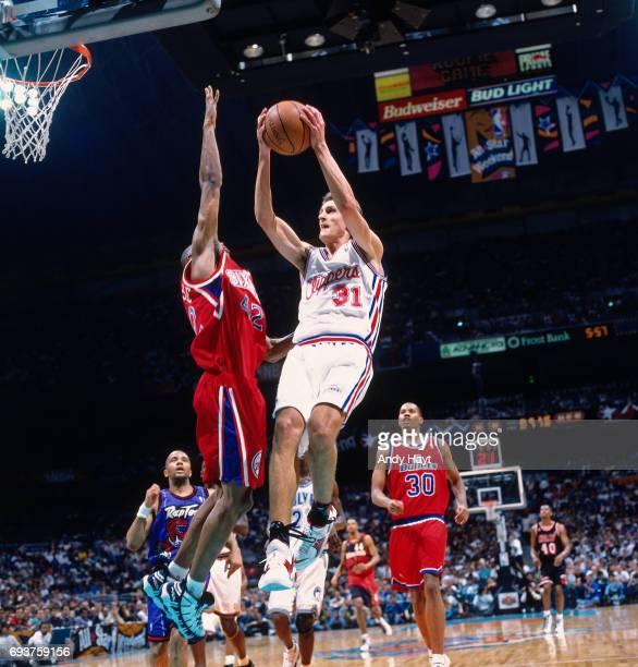 Brent Barry of the Los Angeles Clippers goes to the basket during the 1996 Rookie Challenge played on February 10 1996 at the Alamodome in San...