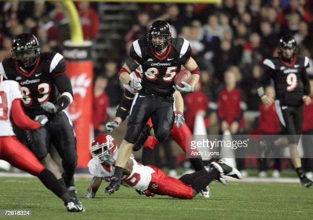 Brent Celek of the Cincinnati Bearcats carries the ball during the game against the Rutgers Scarlet Knights during the game on November 18 2006 at...