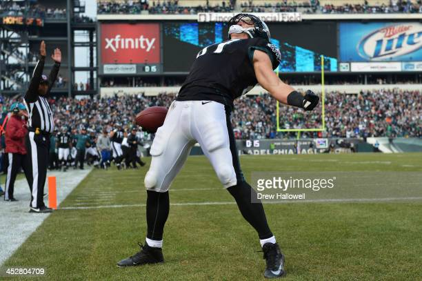 Brent Celek of the Philadelphia Eagles celebrates a touchdown against the Arizona Cardinals at Lincoln Financial Field on December 1 2013 in...