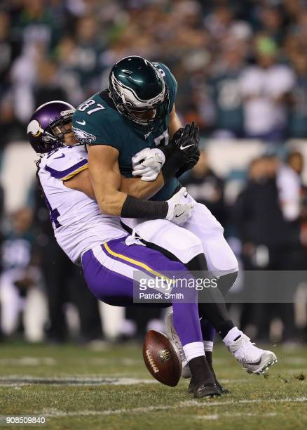 Brent Celek of the Philadelphia Eagles drops a pass under pressure from Eric Kendricks of the Minnesota Vikings in the NFC Championship game at...
