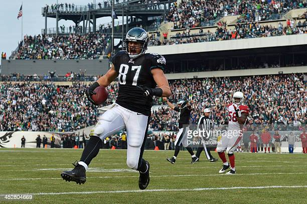 Brent Celek of the Philadelphia Eagles scores a touchdown against the Arizona Cardinals at Lincoln Financial Field on December 1, 2013 in...