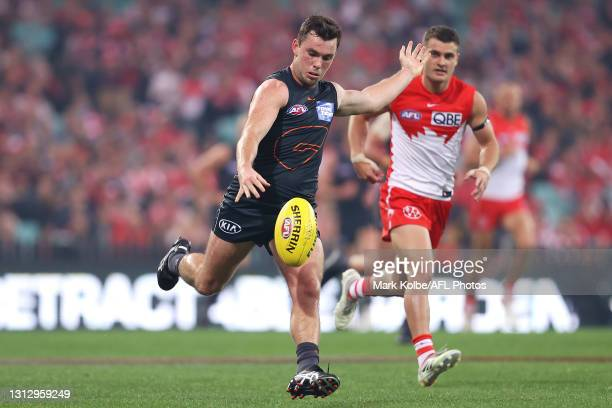 Brent Daniels of the Giants kicks during the round five AFL match between the Sydney Swans and the Greater Western Sydney Giants at Sydney Cricket...