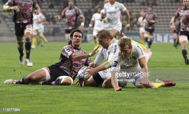 Brent Russell of Clermont Auvergne wins the race for the ball against team mate Aurelien Rougerie and Gonzalo Tiesi to score a try during the Amlin...