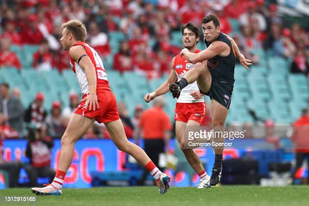 BrentDaniels of the Giants kicks a goal during the round five AFL match between the Sydney Swans and the Greater Western Sydney Giants at Sydney...