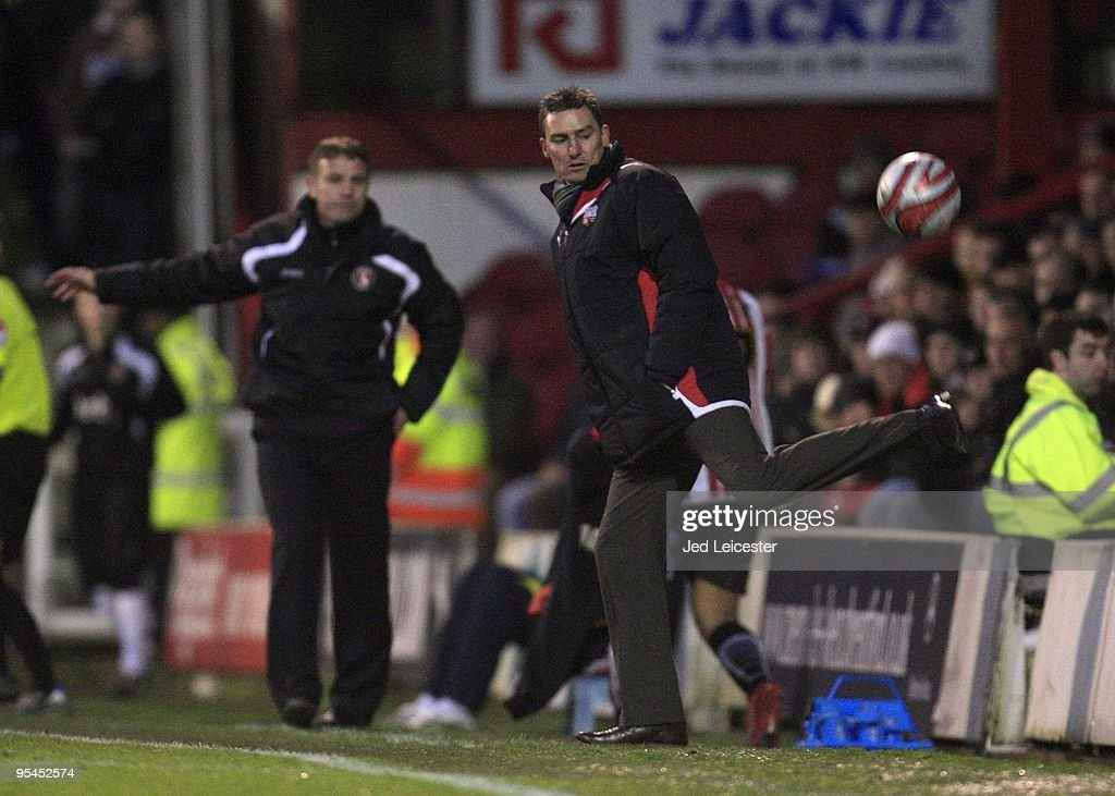 Charlton Athletic v Brentford : News Photo