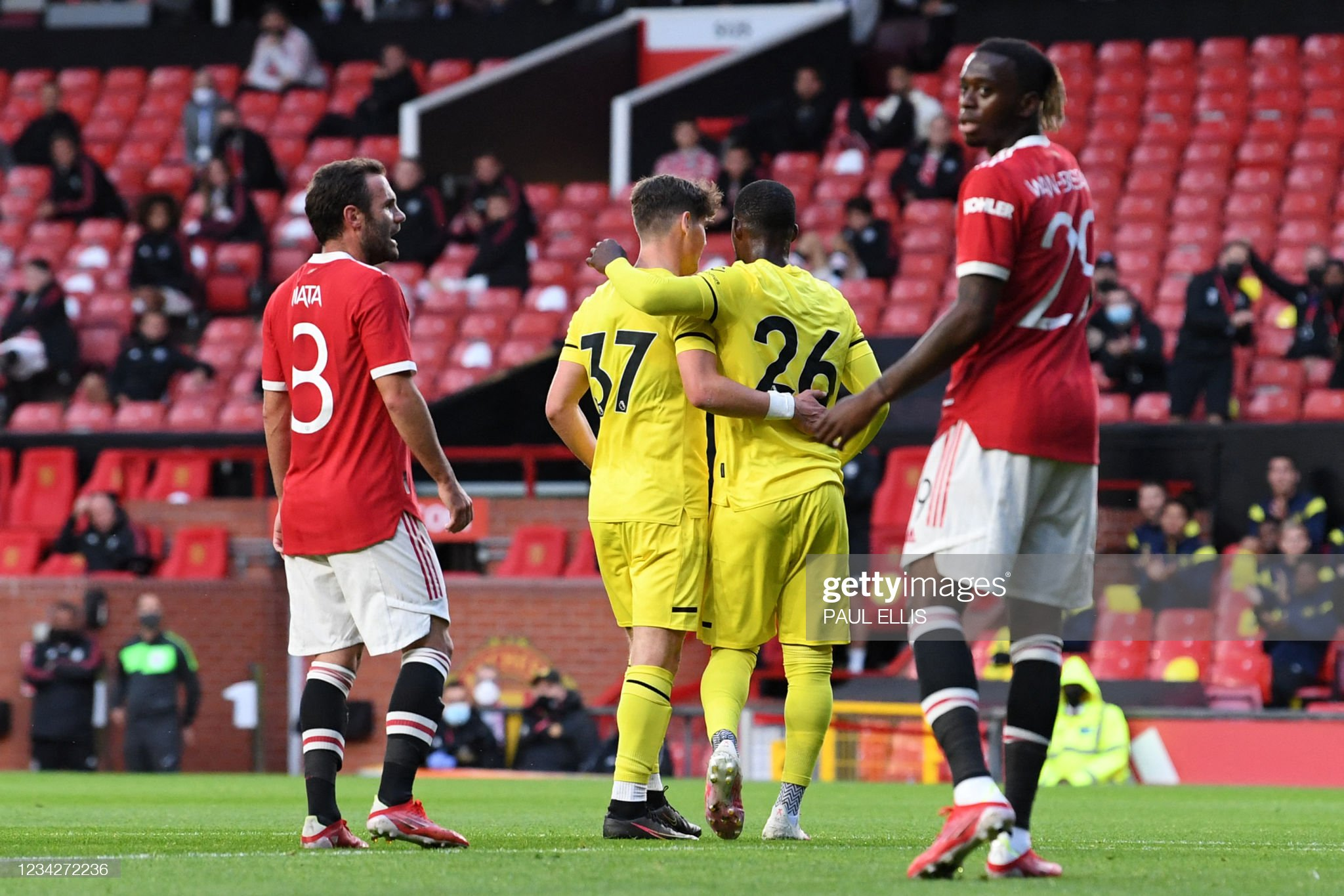 Bees draw with Man Utd on night of great goals at Old Trafford