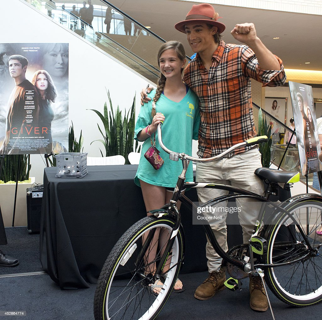 'The Giver' DFW Color Party Fan Event : News Photo