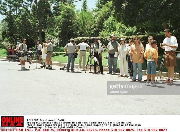 Brentwood Calif Exclusive Photographs Today OJ Simpson was forced to sell this Brentwood Mansion by the courts as part of his wrongful death...