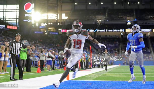 Breshad Perriman of the Tampa Bay Buccaneers catches a fourth quarter touchdown as Tracy Walker of the Detroit Lions gives chase during the fourth...