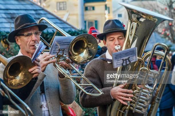 ドゥオーモ - イタリアでブラスバンド クリスマス ブレッサノーネ (ブレッサノーネ) - ブラスバンド ストックフォトと画像