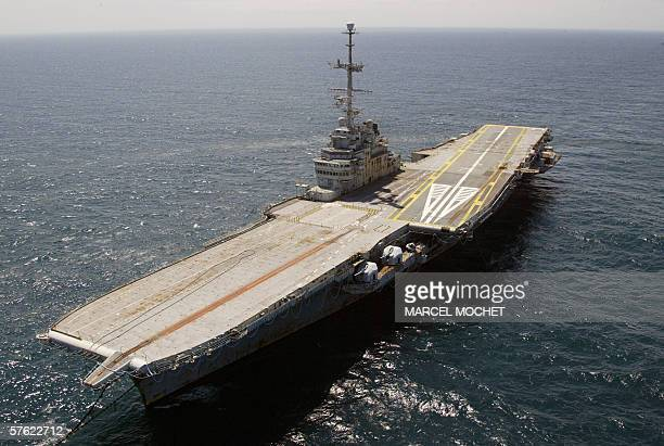 An aerial picture taken 16 May 2006 shows the French giant aircraft carrier Clemenceau pulled by a Dutch tug boat at a 100 kilometres away from...