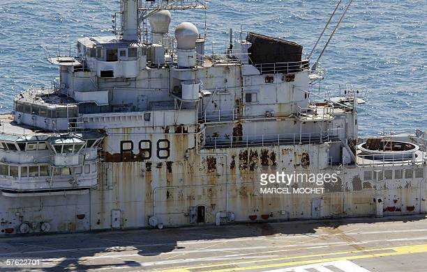 Closeup of an aerial picture taken 16 May 2006 shows the French giant aircraft carrier Clemenceau pulled by a Dutch tug boat at a 100 kilometres away...