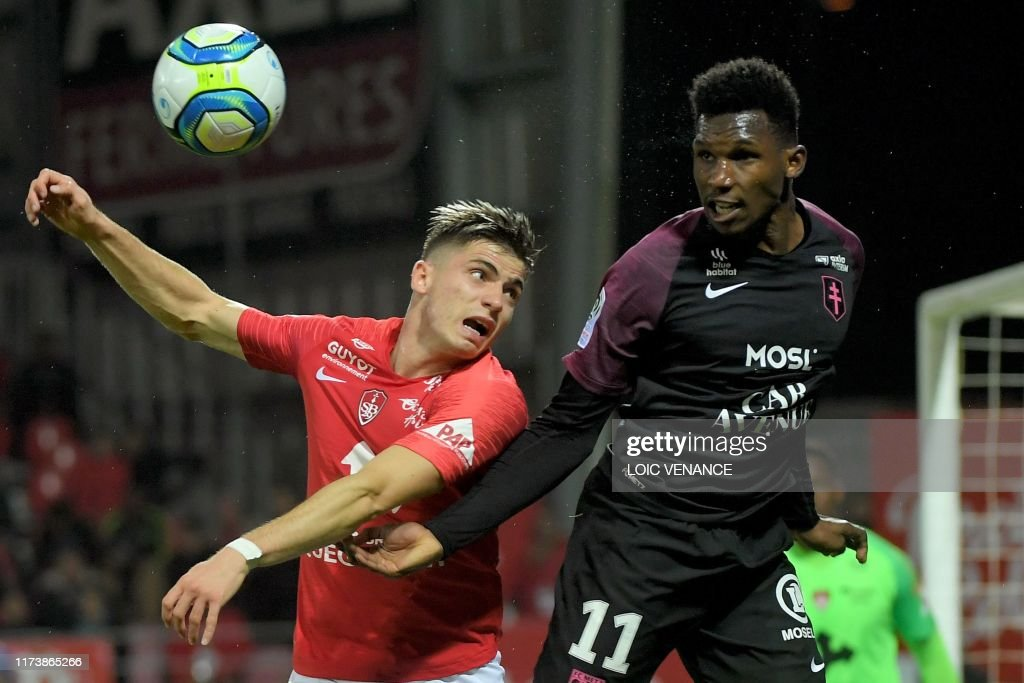 FBL-FRA-LIGUE1-BREST-METZ : News Photo