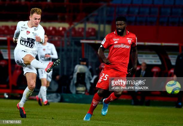 Brest's French forward Irvin Cardona kicks the ball during the French L1 football match between Dijon and Brest at the Gaston Gerard stadium in Dijon...