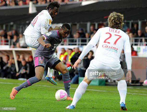 Brest's Guinean forward Larsen Toure vies with Rennes' Togolese striker Abdoul Razak Boukari during the French L1 football match Brest vs Rennes at...