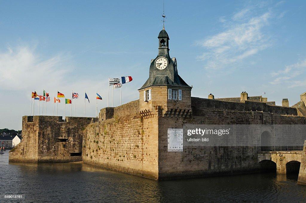 Bretagne Departement Finistere Concarneau Die Im Stadtbereich Liegende  Festungsinsel Mit Der Altstadt 1691 Zum Schutz Des