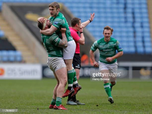Brett Connon of Newcastle Falcons celebrates with Adam Brocklebank after kicking the winning penalty during the Gallagher Premiership Rugby match...